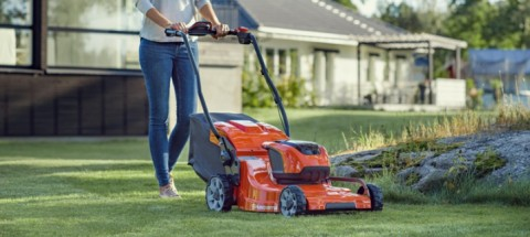 The Best Times to Mow Your Lawns and Trim Your Hedges